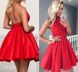 Tulle 8e année robe formelle en Ligne-Red Appliques Satin Homecoming Dresses Halter Neck Formal Party Gowns Short Sweet 16 Prom Dresses Backless 8th Grade Girls Cocktail Dresses