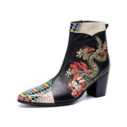 Fundas de cuero para botas online-Brock Inglaterra Manga de moda Botines de gran altura Zapatos de vestir de estilo romano de negocios Tótem tallado Botas de cuero Marea