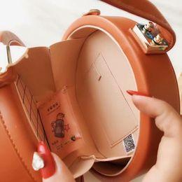 Amuletos de silla online-2020 nuevo bolso de hombro redondo de lona de primavera Último bolso de silla de montar de lujo Elegante y encantador bolso de diseñador de mujer vintage Carteras suaves de bolso