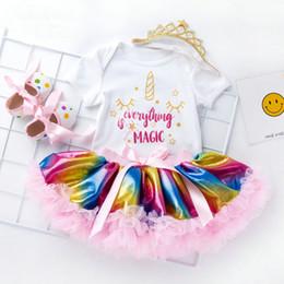 Regenbogenkronen online-Einzelhandel Mädchen Boutique Outfits Sommer 4pcs Röcke 0-2 Jahre Baby Trainingsanzug Cartoon gedruckt Strampler + Regenbogen Rock + Schuhe + Krone Anzüge gesetzt