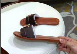 Canada Femmes de créateur Style d'été Pantoufle extérieure À la mode Personnalité Version coréenne Slip -proof Chaussures à semelle souple Chaussures de plage À l'extérieur des femmes Pantoufles cheap korean slip shoes Offre