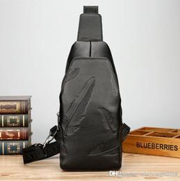 Bolsa de couro de penas on-line-atacado marca de moda pena em relevo bolsa de saco de couro tendência personalizado cabeça camada de couro homem peito bag lazer equitação pacote de couro