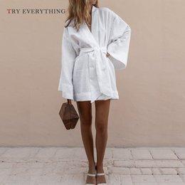 2019 ropa blanca playa moda mujer Blanco Maxi vestido de playa mujer verano 2019 moda Warp suelta vestido casual verde para mujer de manga larga de algodón vestidos de lino para mujeres J190531 ropa blanca playa moda mujer baratos