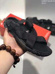 Billige blaue sandalen online-Günstige Herren Designer Sandalen Mode Lundon WROSHE ONE SANDA Gummiband Sommer Sandy Beach Sandalen Hausschuhe schwarz blau rot Herren Sportschuhe