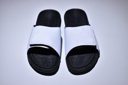 267deeb9625 Nouveau Meilleur Pantoufles Femmes Hommes Designer De Mode Plat Gris Bleu  Bleu Noir Blanc Fleur Rouge Chaussons Chaussures Pour L été promotion  pantoufles ...