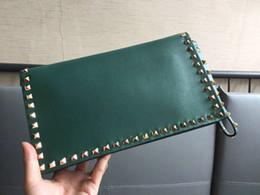 Bolso verde del ejército online-2019 Nuevo diseño personalizado de moda de alta calidad remaches bolsa de sobre monedero del embrague Classic Army Green bolso casual mini bolso de hombro