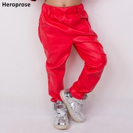 2019 calça de couro sintética Nova Moda Outono e Inverno Crianças Harem Hip Hop Calças Multi-bolsos Crianças Sweatpants Vermelho Faux PU De Couro Fino desconto calça de couro sintética