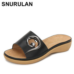 sandalia de tacon simple para mujer Rebajas SNURULAN 2019 Summer Comfortable Women Flat Slippers Sandalias de playa Moda Sexy Girls Tacones medianos Entrega simple