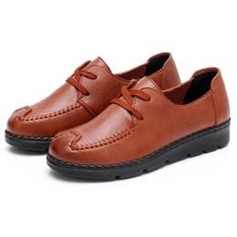 Canada Chaussures habillées 2019 pompes femmes nouvelle mode printemps été mère brodé Style ethnique d'âge moyen fond mou pompe pompe étanche Offre