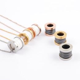 Canada Colliers pendentifs en céramique de luxe noir / blanc or jaune / or rose / métal argenté couleurs titane acier inoxydable femmes hommes chaîne Offre
