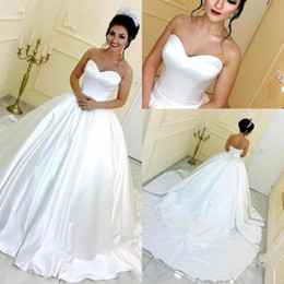 abito da sposa in raso chiaro Sconti Plain Satin 2019 Simple Ball Gown Abiti da sposa Arabia Saudita Sweetheart Piano Lunghezza Principessa Abiti Backless Wedding Party Abiti BC1397
