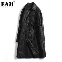 EAM  2019 Primavera Donna nuovo Solid Black Colour maniche lunghe Turn-down  Collar Lace Up Pieghettato lungo allentato cappotto di pelle a pieghe LI180 000c2c2d657