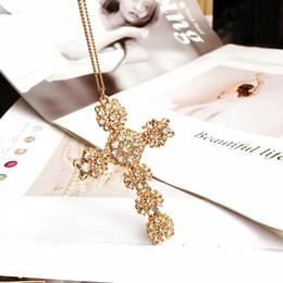 Collar de encaje de diamantes online-Flash Diamond Lace Cross Luxury Largo invierno suéter cadena mujer