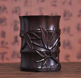 Vasi di bambù online-Cina Legno Intagliato Dynasty Palace Bamboo Brush Pot Pencil Vase Pen Containe decorazione domestica Fiori insetti statua Artigianato in legno