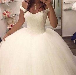 2019 vestidos de casamento de cinderela frisada Moda vestidos de noiva 2019 fora do ombro vestido de baile Cap mangas curtas tule frisado Top vestidos de casamento do trem da corte barato