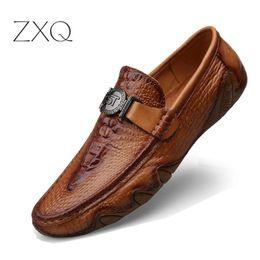 sapatos de condução homens design novo Desconto Novo Design Slip On Loafers Sapatos Casuais Homens Flats de Couro Genuíno Padrão de Crocodilo Sapatos de Condução Mocassins Macio Oficial