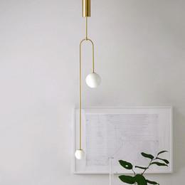 Kopfstangen online-Minimalist Metallbeschichtung Gold 2 Köpfe Pendelleuchte modernes weiße Glaskugel Pol-Lampe am Bett Wohnzimmer Dekor führte G9 Beleuchtung
