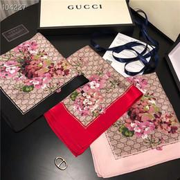 42a1fa57b0 Di alta qualità alla moda di vendita calda signore primavera ed estate  multi-funzionale piccola piazza asciugamano lettera fiore design sciarpa  dimensioni