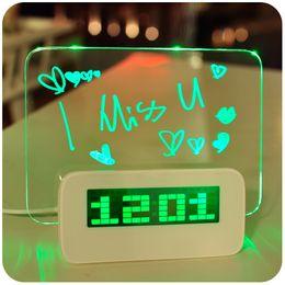 2019 tarjeta de alarma Reloj despertador LED Tablero de mensajes fluorescente Reloj de mesa digital Luz de noche Verde Azul Rojo Reloj de escritorio rebajas tarjeta de alarma