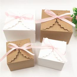 2019 rosa band süßigkeiten geschenke 100 stücke 90 * 90 * 60mm Und 65 * 65 * 45mm Geschenk Pralinenschachtel Bunte Papier Aufbewahrungsboxen Für Kleine Kosmetik Verpackung Box Mit Rosa Band günstig rosa band süßigkeiten geschenke