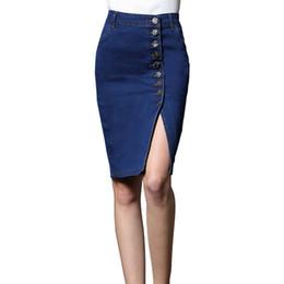 Calças jeans comprimento joelho on-line-Mulheres Bodycon Jeans Saia Denim Mulheres Sexy midi Saia Reta Botão Lápis Sólido Casual 2018 Altura do Joelho-Comprimento Branqueada