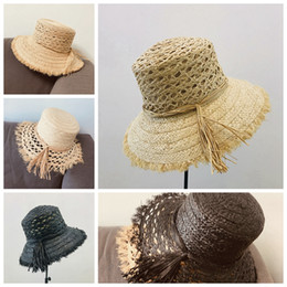 Naturale naturale online-Modello Hollow donne del bordo Cappello di paglia Raw Tesa larga Estate naturale personalità Holiday Beach casual visiera dei cappelli di Sun LJJP106