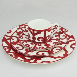 Canecas da porcelana vermelha on-line-Bone China Dinner Plate Espanhol Red Grade Dish Design Arte Placa Louça Define Caneca Set