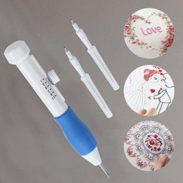 2020 agulhas de ponto de tricô Embroidery Pen Embroidery Needle Weaving Tool Fancy Art Hand Making Sewing Poking Cross Stitch Tools Crochet Knitting Needle CSV agulhas de ponto de tricô barato