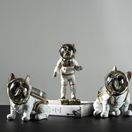 2020 tables d'artisanat d'art Creative Astronaut Space Dog Cat Accueil Résine Arts Tabletop Artisanat et Artisanat Bibliothèque Décoration de table 26 * 15 * 9cm promotion tables d'artisanat d'art