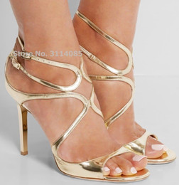 Saltos enjaulados on-line-Salto celebridade Hot Selling Fina Strappy Gladiator Sandals Stiletto Laranja Nude vestido dourado gaiola Shoes Coberto Wedding Heel Bombas Y200620