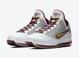 Chaussures de basket-ball lebron en Ligne-LeBron 7 MVP Hommes Chaussures de basket-ball avec la boîte 2020 New James VII 7 Fairfax China Moon or blanc Maroon Sneakers