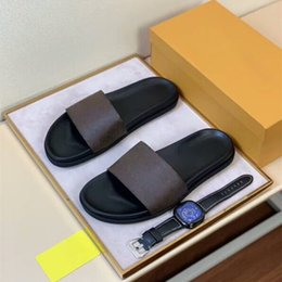 Sapatos casuais on-line-2020 homens Genuine BEIRA-MULE Womens Casual Slides Verão larga e plana dos homens do desenhista sapatos da moda prisma do arco-íris Slippery Sandals Slipper