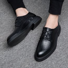 Mens scarpe alla moda d'estate online-Scarpe in pelle Mens Summer Dress Business Casual stile coreano di cuoio britannico alla moda nero traspirante Hollow Mens Handsome Shoes