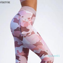 active camo shirts Sconti VERTVIE Sport Set Donne Due 2 pezzi Bassiera T shirt pantaloni yoga con Pocket Camo Sportsuit allenamento attivo Outfit Fitness Gym Set L01