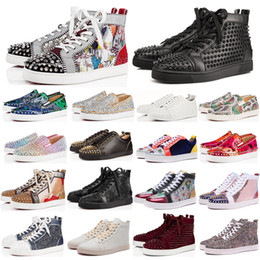 2020 chaussures en daim de créateurs New flats casual shoes luxury designer shoes men women spike sneakers yellow red bottoms white leather suede Graffiti size 36-48 promotion chaussures en daim de créateurs