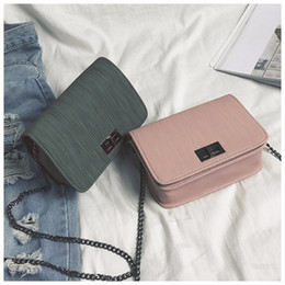 Koreanische frauen handtaschen designer online-Korean Umhängetasche Handtaschenfrauen-Designer Version Wilde Haspe Mädchen Small Square Messenger Bag Bolsa Feminina
