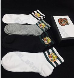 Meias esportivas on-line-4 Pair / Box animais 5 / Pair / Box Head Desiger Mens Socks Quatro cinco pares Esportes Socks Lobo bordado Lazer Cat Man Cotton Socks Gift Box Set