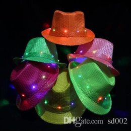 2020 chapéus do elogio Luminous Formal Hat LED Luz lantejoulas dança jazz Hats Stage Desempenho Cap Para MenWomen Bar Club Cheer Up Props 9 Zj ZZ chapéus do elogio barato