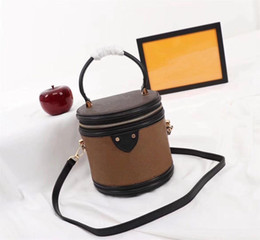 großhandel runde kosmetiktasche Rabatt Wholesale leather ladies cosmetic bag bucket cosmetic bag leather ladies small round box shoulder box handbag fashion all-match cigarette ca