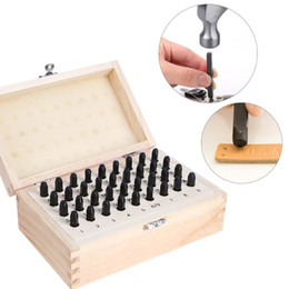 2020 ensemble de punch en cuir 36pcs 3 mm 4 mm en acier inoxydable Lettre Numéro Emboutissage Métal punch Stamp Set Tool Kit For Leather Craft en bois avec boîte en bois ensemble de punch en cuir pas cher