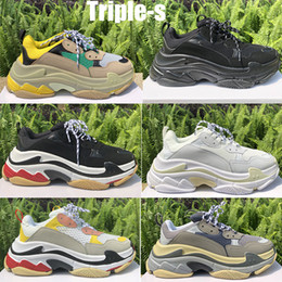 2020 men s casual shoes air Triple S hommes de mode chaussures plateforme femmes Chaussures Paris 17FW Triple Noir Sports de plein air formateurs Vintage Old Dad Chaussures Casual men s casual shoes air pas cher