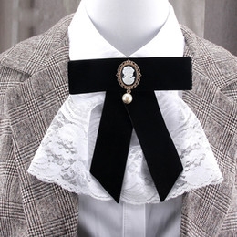 broche cravate Promotion New Retro Velvet Black Beauty Head Lace Bow Tie perle Broche Bowtie Corsage robes T-shirt col Pin pour femmes Accessoires