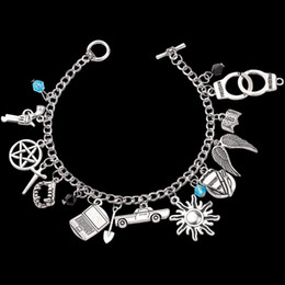 Braccialetto di fascino soprannaturale online-Movie Jewelry Charm gioco Braccialetto Supernatural Stranger Thing Riverdale Catena Braccialetto Spada Fascino Fascino Aragosta