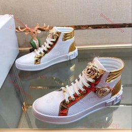 chaussure haute Promotion Versace casual shoes 2020 Fashion Beauty Head High Top Bottes d'or Fil à broder mode Souliers simple d'homme Chaussures confortables en cuir Lazy fine Driving Sh