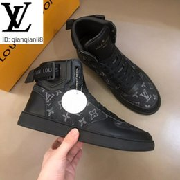 2020 bolinhas homens se vestem sapatos qianqianli8 1SGN Men's high top casual shoes Men Boots Sneakers Loafers Moccasins Buckles Lace-Ups Dress Shoes bolinhas homens se vestem sapatos barato