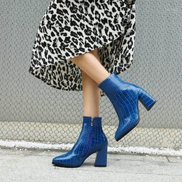 2021 bottines bleues sexy Sexy Mesdames Pumps Chaussures d'hiver Rouge Vert Bleu Closic Womens Bottines Bottines Bloc High Talons pointus Boots 1