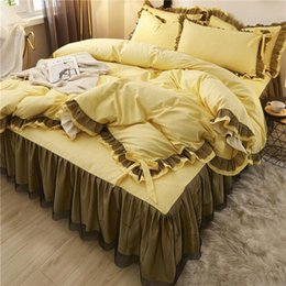 Set completo di copriletti online-Biancheria da letto in pizzo giallo Set Twin Full Queen King Copriletto PRINCESS PRINCESS PULESS COPERCHIO DUVET SETS FOUDACE GAMBING BED GONNA Bedlethes di lusso