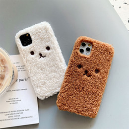 Orso marrone di iphone online-Custodia cellulare carino peluche orso per iPhone 11 Pro 7 8 Plus XS max max back brown bianco copertura per coque iPhone XR Soft Shell Fundas