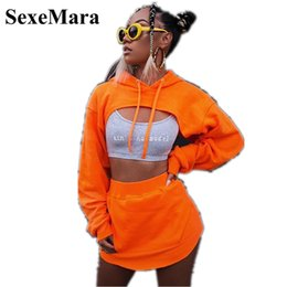 Jupe hoodies femme en Ligne-SexeMara Deux Casual Piece Ensemble Jupe et Top Set New Mode Streetwear recadrée à capuche Set Femme Survêtement Sweats à capuche D66-AE-65 Y200930