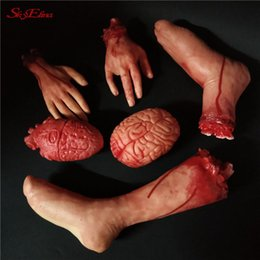 2020 leben größe halloween Halloween Props Naturgetreue Severed Scary blutigen Gefälschte Latex Life Size Arm Hand Halloween Stumps Geister Dekoration 5Z rabatt leben größe halloween